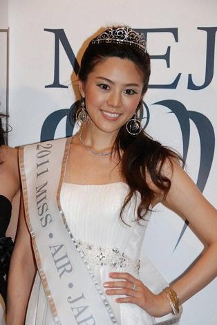 サムネイル ミスコンテスト『2011ミス・アース・ジャパン』の2位にあたる「ミス・エアー・ジャパン」を受賞したAKB48の元メンバー・渡辺志穂 (C)ORICON DD inc.