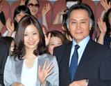 (左から)上戸彩、北大路欣也 (C)ORICON DD inc.