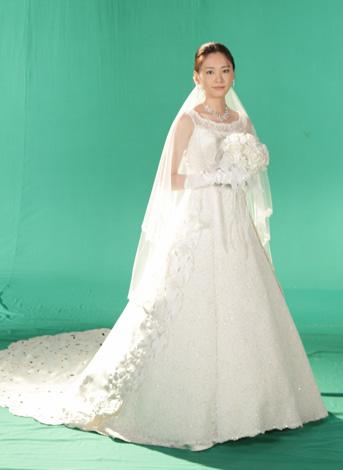 フジテレビ系連続ドラマ『全開ガール』でウエディングドレス姿を初披露した新垣結衣 (C)フジテレビジョン