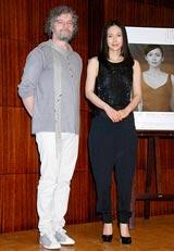 舞台『猟銃』の制作発表に出席した中谷美紀(右)と演出家のフランソワ・ジラール氏 (C)ORICON DD inc.