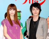 MBS・TBS系新ドラマ『荒川アンダー ザ ブリッジ』の完成披露試写会に出席した(左から)桐谷美玲、林遣都
