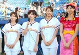 ヤクルト-中日戦前に始球式を行ったEarly Morning(左から生野陽子アナ、中野美奈子アナ、加藤綾子アナ)と『アナ★バン!』MCの細貝沙羅アナ