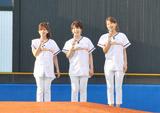 ヤクルト-中日戦前に始球式を行い、新曲も初生披露したEarly Morning(左から生野陽子アナ、中野美奈子アナ、加藤綾子アナ) (C)ORICON DD inc.