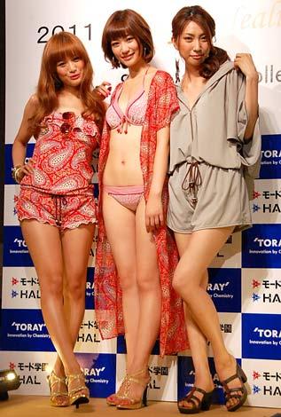 サムネイル 2011年新作水着ショー『2011 Cheerful Healing Swimwear Collection』に参加した(左から)北川富紀子、西田有沙、苫米地玲奈 (C)ORICON DD inc.