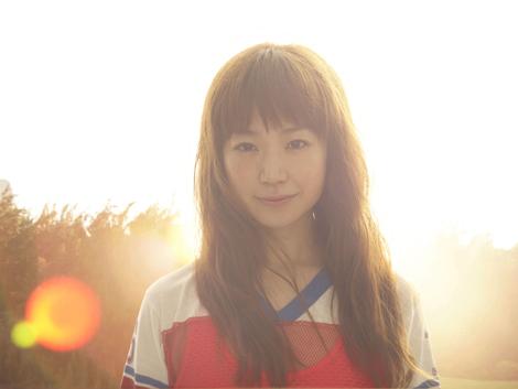 """全国ツアー『YUKI tour""""MEGAPHONIC""""2011』を行うYUKI"""