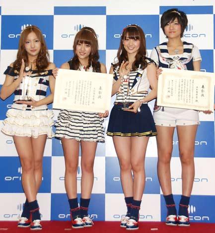 「オリコン2011年上半期ランキング」表彰式に出席した、AKB48の(左から)板野友美、高橋みなみ、大島優子、宮澤佐江 (C)ORICON DD inc.