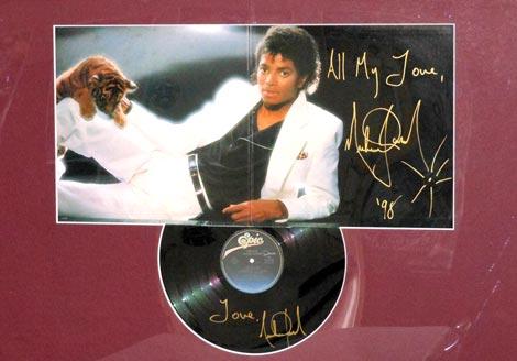 直筆サイン入りの「オフ・ザ・ウォール」のレコード