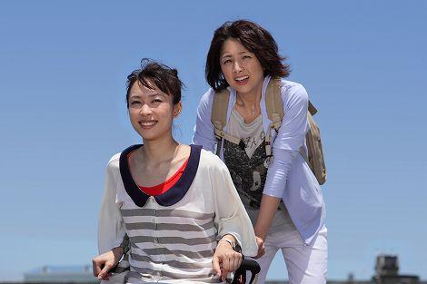櫻井淳子と黒川芽以(手前)が出演する『毒姫とわたし』のワンシーン (C)東海テレビ