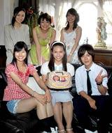 ドラマ『名探偵コナン 工藤新一への挑戦状』の収録後に秋元才加23歳の誕生日祝いをサプライズで行った共演キャストたち
