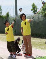 被災した小学校を訪問し、子ども達とゴルフを楽しむ石川遼選手