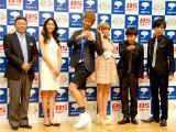 『スカパー!アワード2011』記者発表会に出席した(左から)小倉智昭、杏、楽しんご、ローラ、次長課長(河本準一、井上聡) (C)ORICON DD inc.