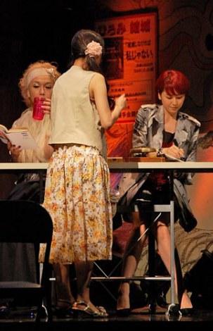 長澤まさみ、リリー・フランキーが出演する舞台『クレイジーハニー』の公開けいこの模様 (C)ORICON DD inc.