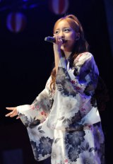 最新曲「ふいに」劇場盤発売記念イベントを行ったAKB48・板野友美