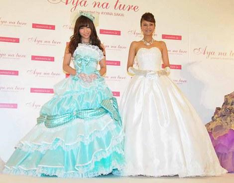 ウエディングドレスブランド『アヤナチュール』第11弾コレクション発表会見に出席した(左から)AKB48河西智美、酒井彩名 (C)ORICON DD inc.