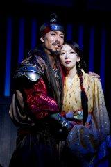 舞台『レッドクリフ -愛-』が開幕 周瑜役のAKIRAとその妻・小喬役のリン・チーリン