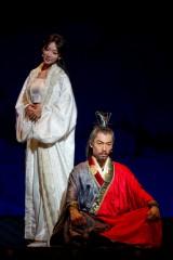 舞台『レッドクリフ -愛-』  周瑜役のAKIRAとその妻・小喬役のリン・チーリン