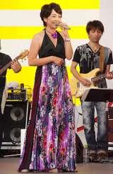 """『お台場合衆国2011』内のイベント""""ODAIBA MUSIC ハウス""""で、約10年ぶりにライブを行った西田ひかる (C)ORICON DD inc."""