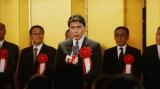 松本幸四郎&松たか子親子が共演する、サントリー缶コーヒー『ボス ゼロの頂点 −カロリーゼロ−』のテレビCM「特報」篇の1カット