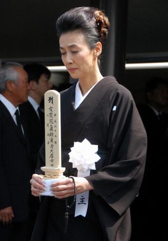 佐々木力さんの告別式で喪主を務めた萬田久子 (C)ORICON DD inc.
