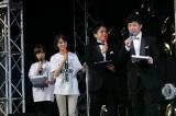 イベント初司会を務めた紺野あさ美アナ(左端)と同期の植田萌子アナ(左から2人目)、メイン司会のお笑いコンビ・アメリカザリガニ