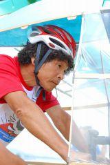 『第34回 鳥人間コンテスト2011』で見事なフライトを見せたタレント・間寛平