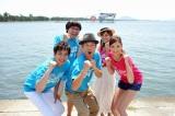 『第34回 鳥人間コンテスト2011』に出演した(前列左から)羽鳥慎一アナ、東野幸治、菜々緒、(後列左から)南海キャンディーズ・山里亮太、神戸蘭子