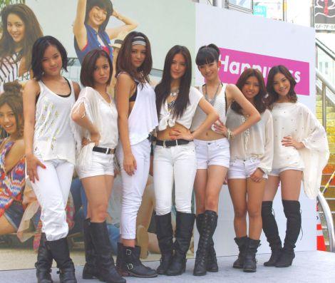 新曲「Wish」発売記念イベントを行ったHappiness(写真左から:MIYUU、YURINO、KAEDE、KAREN、MAYU、SAYAKA、MIMU) (C)ORICON DD inc.