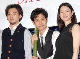 (左から)松田龍平、大泉洋、小雪 (C)ORICON DD inc.