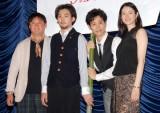 映画『探偵はBARにいる』の完成披露試写会で舞台あいさつに登壇した(左から)橋本一監督、松田龍平、大泉洋、小雪 (C)ORICON DD inc.