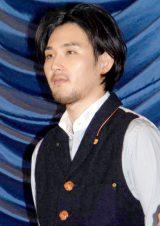 映画『探偵はBARにいる』の完成披露試写会で舞台あいさつに登壇した松田龍平