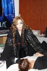 『ミュージカル ドラキュラ』とのコラボ企画、献血普及イベントで、「噛むのが楽しいです」とすっかり役になりきっていた和央ようか (C)ORICON DD inc.