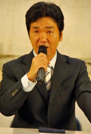 涙ながらに引退を発表する島田紳助さん (C)ORICON DD inc.