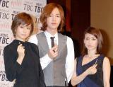 (左から)AKB48の前田敦子、チャン・グンソク、AKB48の大島優子 (C)ORICON DD inc.