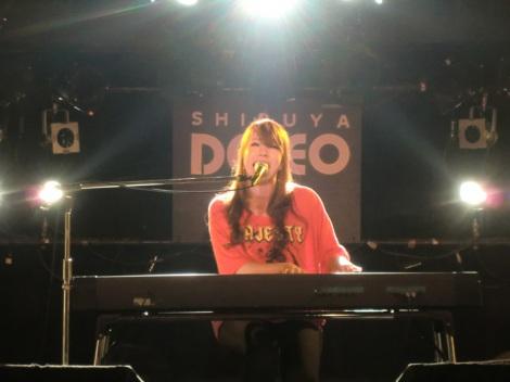 『ジャスクリ音楽祭vol.7』で3rdシングル「君のとなりに」を披露した曽根由希江