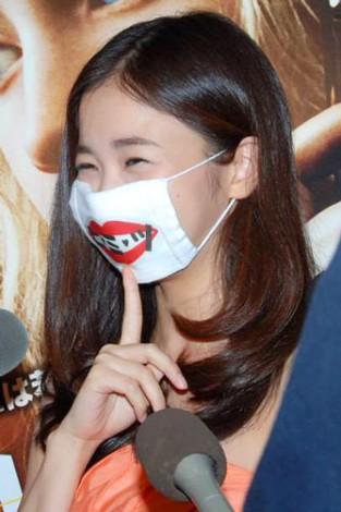 映画『ハンナ』の試写会トークショーに出席したトシちゃんの長女・綾乃美花、パパの話題は「ヒ・ミ・ツ」マスクでガード (C)ORICON DD inc.
