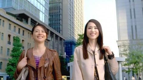 サムネイル 約20年ぶりの再会とCM初共演を果たした松田聖子(右)と小泉今日子(左)