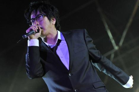 約4年ぶりのライブを行った岡村靖幸