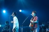ツアー最終日のMCで一時休養を発表したコブクロ(左から:黒田俊介、小渕健太郎)