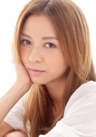 サムネイル 男性の前ではつい強がってしまう、イベント照明スタッフ・藤井恵美役を演じる香里奈