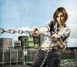 女性バウンティハンターを演じる米倉涼子が指名手配犯を追い詰める (C)関西テレビ