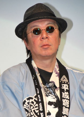 法被にサングラスをかけている古田新太の画像