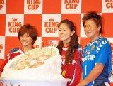 この日は9月が誕生日の3人を祝って特製のバースデーケーキが用意された (C)ORICON DD inc.