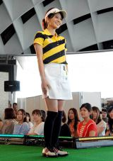 DVD『フジテレビ女性アナウンサー みんなでゴルフ2』の発売記念イベントに登場した遠藤玲子アナウンサー