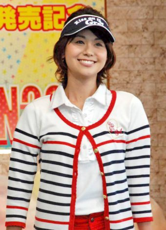 DVD『フジテレビ女性アナウンサー みんなでゴルフ2』の発売記念イベントに登場した山中章子アナウンサー