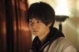 菅田将暉が出演するドラマ『ランナウェイ〜愛する君のために』のワンシーン (C)TBS