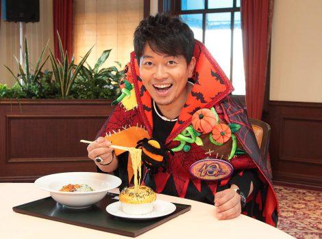 サムネイル USJでオリジナルメニュー『Miyasako ラーメン 〜たこ焼き入り ほとちゃんつけ麺〜』試食会に参加した宮迫博之