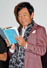 理子に贈ったノートを懐かしむ石田純一 (C)ORICON DD inc.