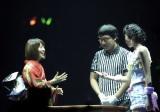 大島優子(左)は真っ赤な晴れ着で挑むも、無念の2年連続初戦敗退 (C)ORICON DD inc.