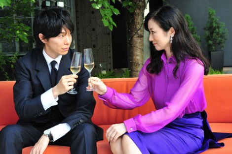 るいと行の出会いのシーン (C)2011映画「セカンドバージン」製作委員