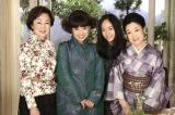 現代の「白紙同盟」メンバーキャスト(司葉子、黒柳徹子、若尾文子)とヒロイン・井上真央(右から2番目)(C)NHK